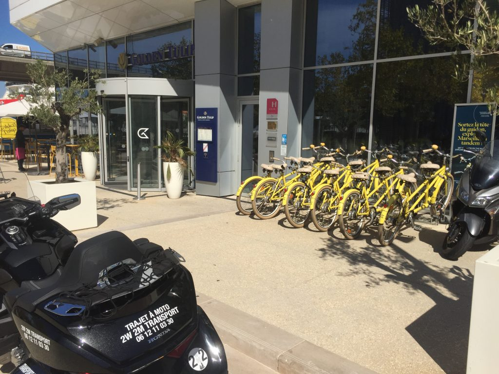 Moto Taxi a destination de l'Hotel Golden Tulip Marseille Euromed. 6 place Henri Verneuil.