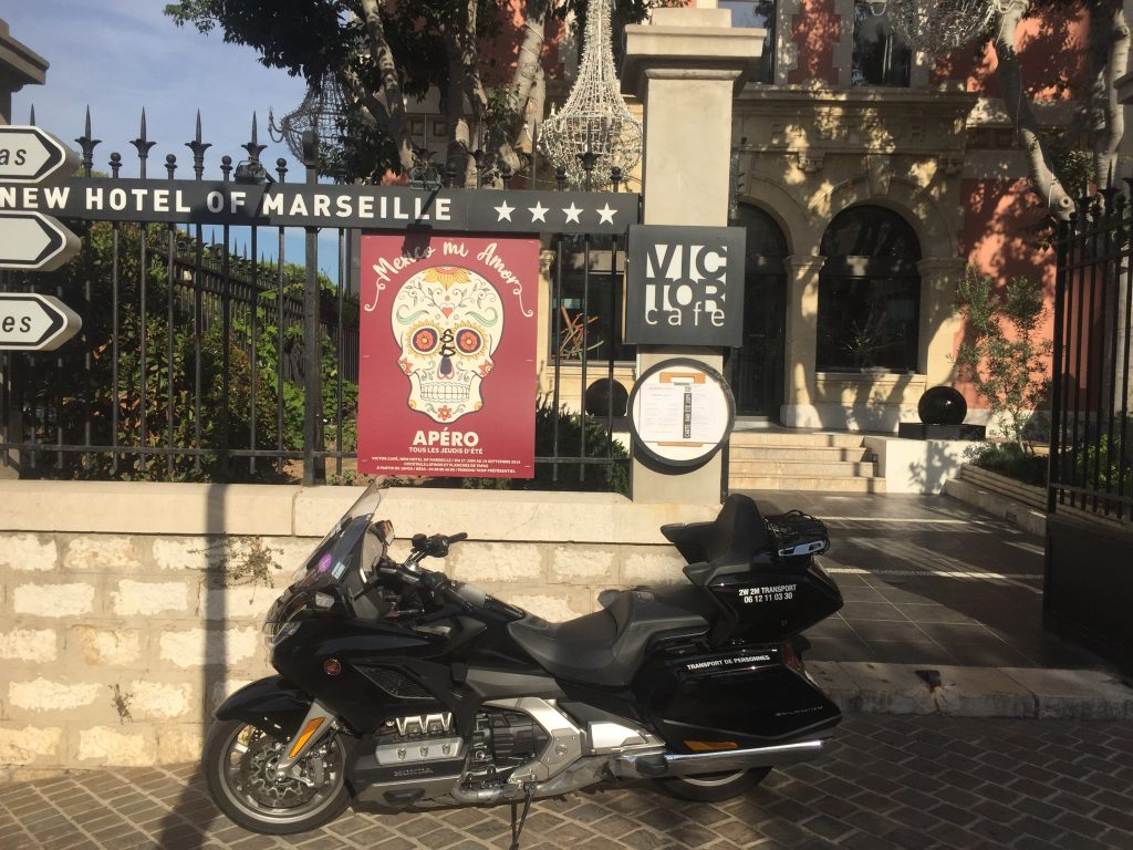 Moto Taxi a destination du New Hotel of Marseille Vieux-Port. 71 boulevard Charles Livon.