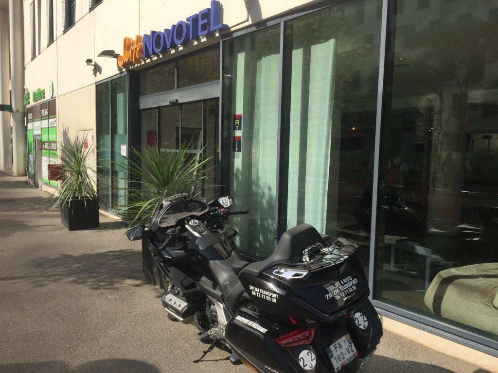 Moto Taxi a destination de l'hotel NOVOTEL SUITES Marseille Centre Euromed. 33 boulevard de Dunkerque.