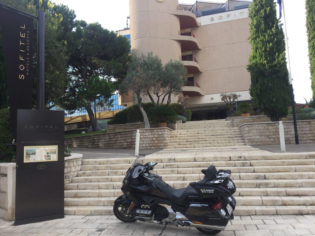 Moto Taxi Marseille a destination de l'hotel SOFITEL Vieux-Port. 36 boulevard Charles Livon.