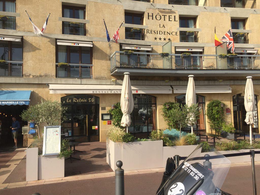 Moto Taxi a destination de l'hotel La résidence du Vieux-Port. 18 quai du port Marseille.
