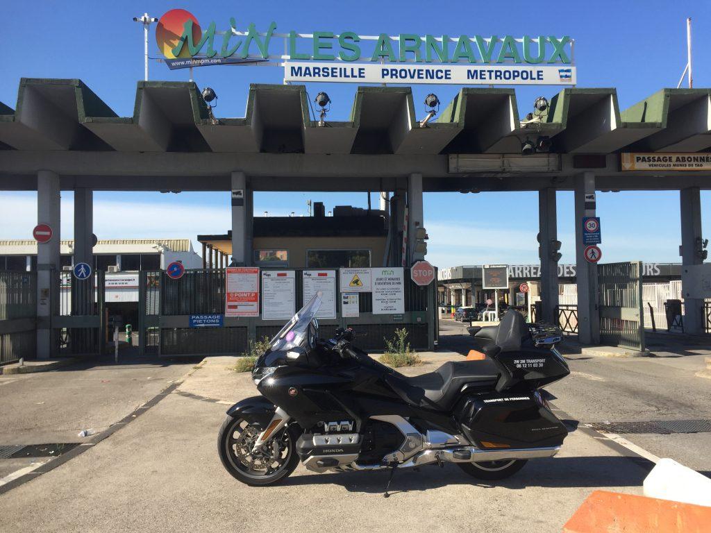 Moto taxi a destination de la zone d'activités des Arnavaux dans le treizième arrondissement de Marseille.