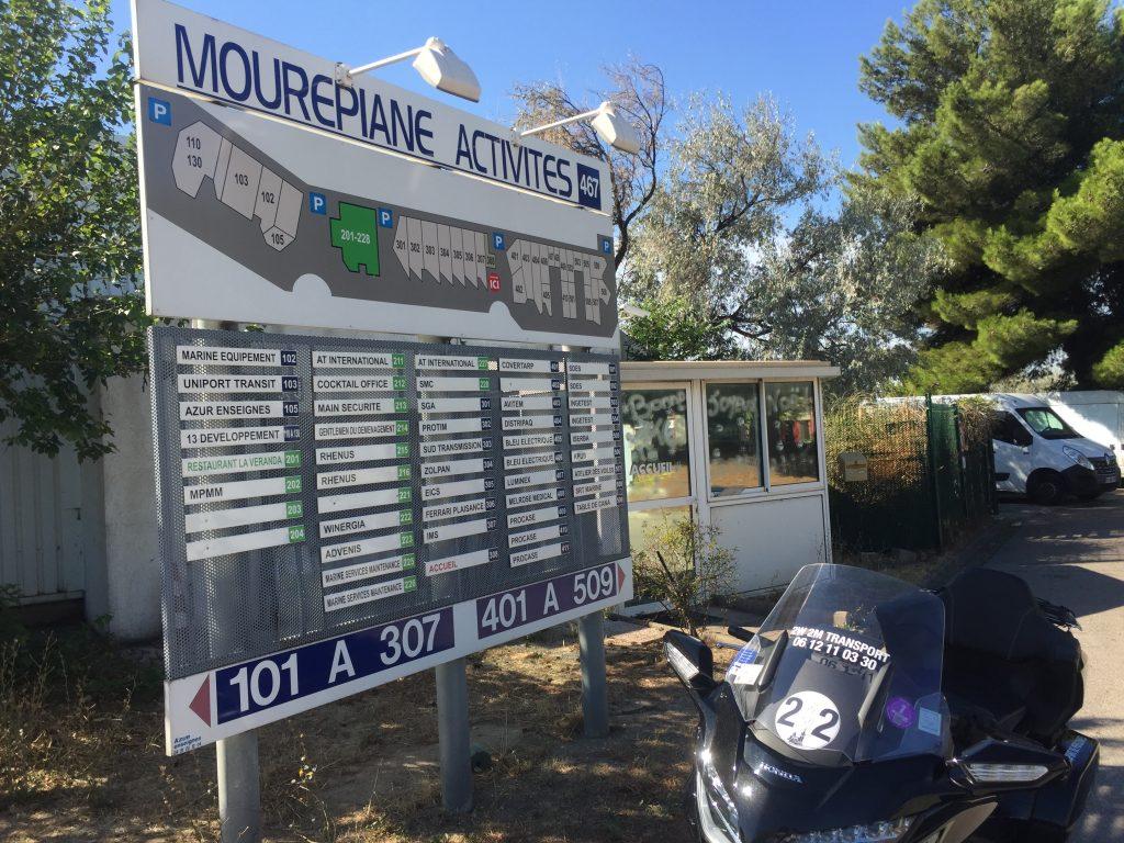 Moto taxi a destination de la zone d'activités de Mourepiane dans le seizième arrondissement de Marseille