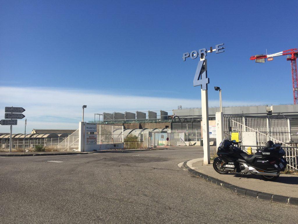 Moto taxi a destination de la zone d'activités du Port de Marseille Porte 4 dans le seizième arrondissement de Marseille.