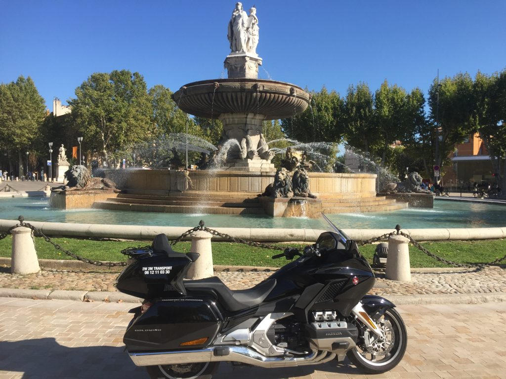 Moto Taxi a destination du rond point de la rotonde a Aix en Provence (allées provençale).